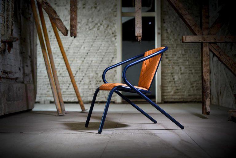 A expansão de um ícone.<br> A primeira versão lounge da famosa cadeira portuguesa.